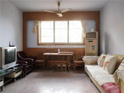职业中专宿舍 3室 2厅 100平米